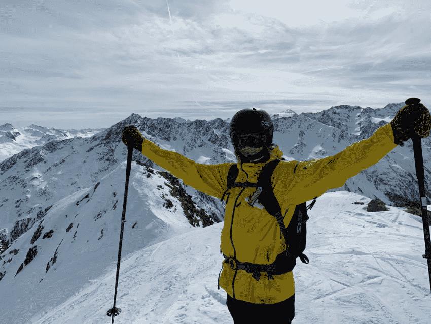 Caroline på en bjergtop