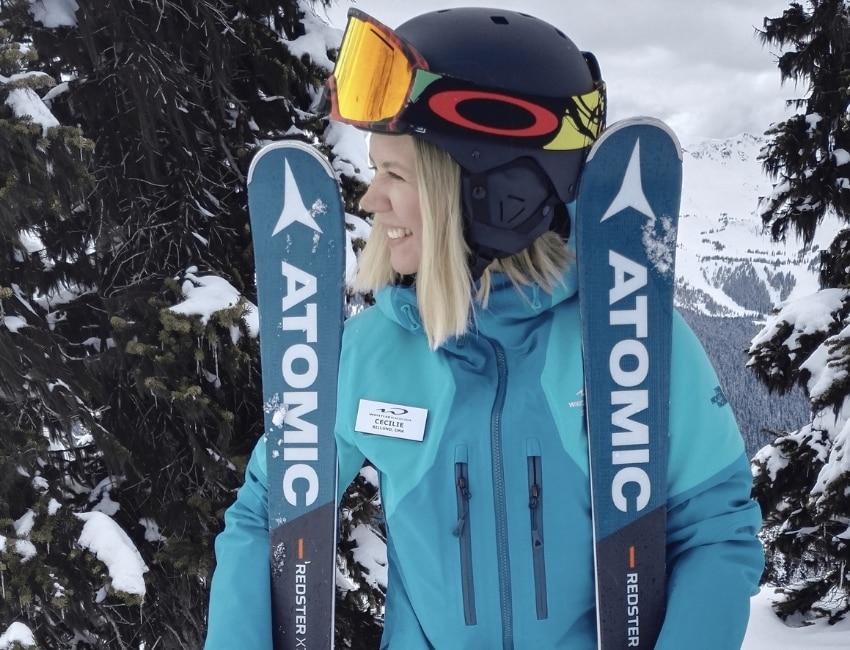 Cecilie Frost iført skilæreruniform