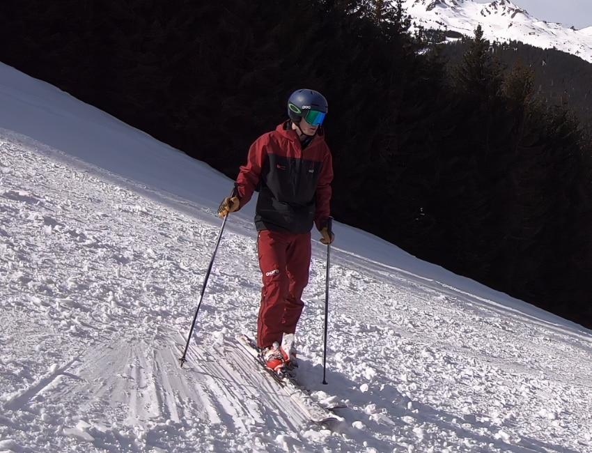 Gustav iført skiuniform i Bad Gastein