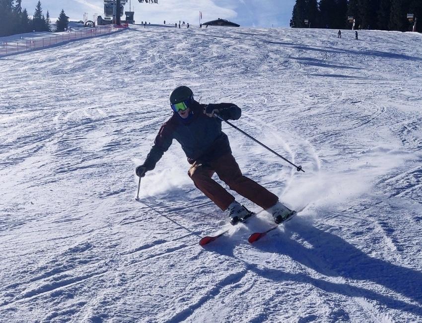 Jakob Lützhøft demonstrerer sin skiteknik