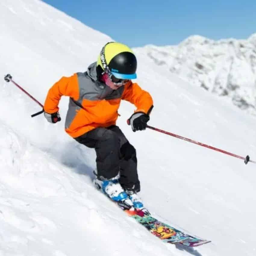 Dreng iført skibriller til børn