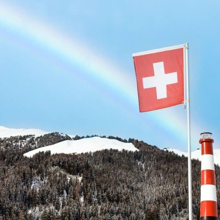 flag og regnbue over skiferie Schweiz