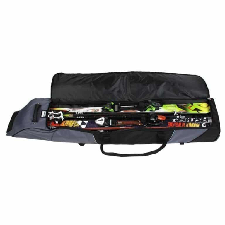 Ski iført en skitaske