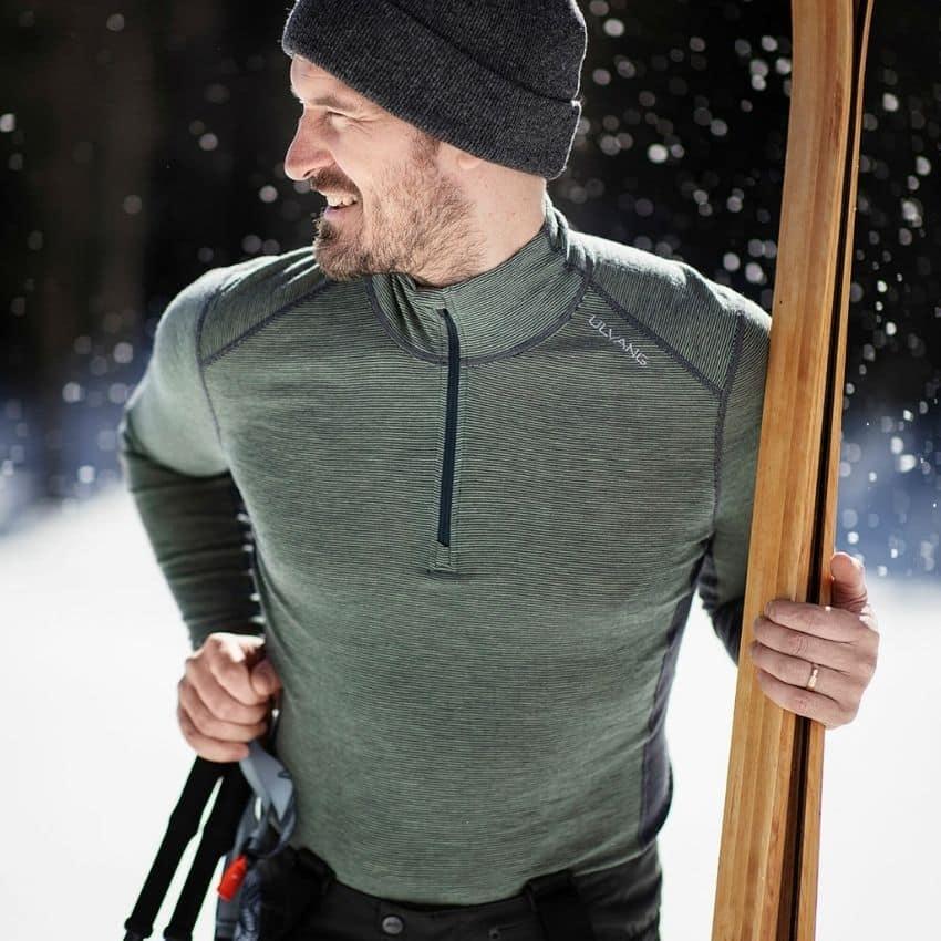 Skiløber iklædt skiundertøj til herrer